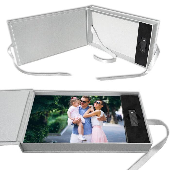 Pudełko na zdjęcia z miejscem na pendrive - motyw rodzinny