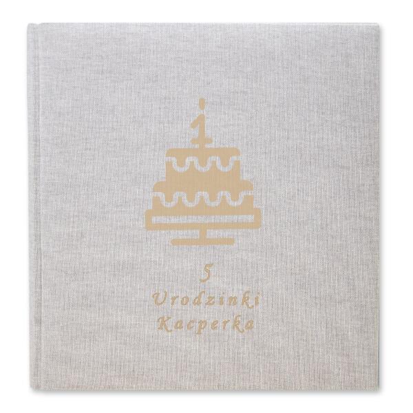 album w płótnie z wygrawerowanym tortem na pierwsze urodziny
