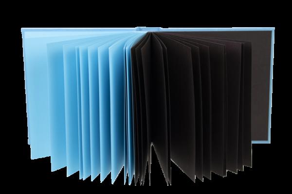 niebiesko brązowe strony w albumie